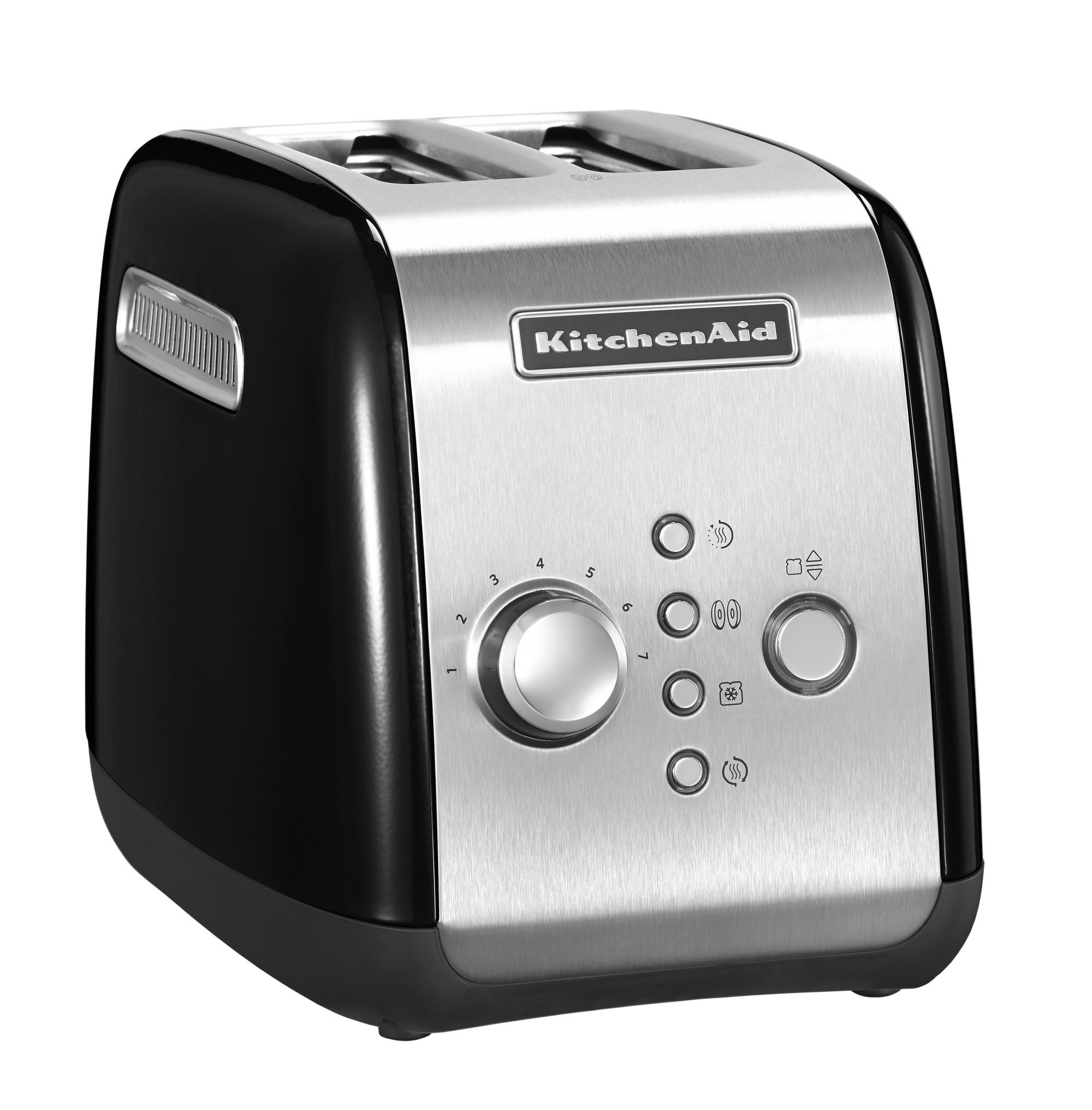 Тостер на 2 хлебца, черный, 5KMT221, KitchenAidТостеры<br>&#13;<br>&#13;<br>Тип: на 2 хлебца;&#13;<br>Материал корпуса: сталь;&#13;<br>Хромированная ручка регулирования температуры;&#13;<br>Широкие отверстия для тостов;&#13;<br>Шкала с 7 степенями поджаривания;&#13;<br>Кнопка «Приготовление»/«Отмена»: позволяет опустить/поднять тосты вручную;&#13;<br>Функция для приготовления булочек и бейглов: поджаривает изнутри, подогревает снаружи;&#13;<br>Функция размораживания;&#13;<br>Режим подогрева в течение 3 мин.&#13;<br><br>