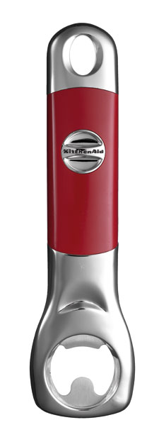 Открывалка для бутылок, красная, KG115ER, KitchenaidКухонные инструменты<br>Необходимым экспонатом для коллекции кухонных инструментов станет открывалка для бутылок KitchenAid. Она изготовлена из нержавеющей стали и высококачественного пластика, и как вся продукция КитченЭйд, гарантирует вам надежную и долговечную эксплуатацию. Разрешается мытье в посудомоечной машине.&#13;<br>Функциональные&amp;nbsp;и прочные, кухонные аксессуары от KitchenAid станут для вас верными помощниками. Торговая марка KitchenAid предлагает вам большой выбор кухонных аксессуаров, в числе которых - разнообразные лопатки, овощечистки, венчики, консервные ножи и т.п. Великолепный комплект, состоящий из ультрасовременных профессиональных гаджетов, будет прекрасным дополнительным аккордом для планетарного миксера Китченэйд.&#13;<br>Каждый стальной/силиконовый аксессуар разработан для неутомимых энтузиастов кулинарии и творчества, стремящихся достичь в своем деле идеального результата. Оригинальный дизайн утвари и приспособлений полностью отвечает стилистике всей линейки бытовой техники от KitchenAid. Практичные аксессуары изготавливают из нержавеющей стали и покрывают их жаростойким силиконом, выдерживающим температуру до +260&amp;deg; С. Аксессуары из силикона &amp;ndash; наилучшее решение для кухни, ведь они подходят для посуды любого вида, в том числе &amp;ndash; для антипригарной.&#13;<br>Бутылочная открывалка &amp;ndash; долговечный истильный гаджет для кухни, дополняющий коллекцию практичных аксессуаров.&#13;<br>&#13;<br>Гарантия - 12 месяцев&#13;<br>Изготовлена из стали нержавеющей (сплав 18/8)&#13;<br>Пригодна для мытья в обычной посудомоечной машине&#13;<br>Длина - 18 см.&#13;<br>&#13;<br>&amp;nbsp;<br>