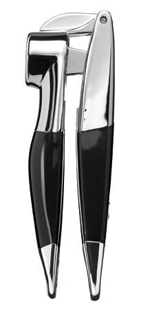 Пресс для чеснока, черный, KG132OB, KitchenaidКухонные инструменты<br>Не самый часто используемый, но не менее нужный аксессуар &amp;ndash; это пресс для чеснока KitchenAid. Он эффективно и качественно измельчит чеснок благодаря плотно прилегающим частям пресса. Пресс для чеснока изготовлен из пластика и нержавеющей стали и имеет стильный дизайн. В комплекте &amp;ndash; пластина для очистки. Допускается мытье в посудомоечной машине. Длина изделия &amp;ndash; 18 см.&#13;<br>Функциональные&amp;nbsp;и прочные, кухонные аксессуары от KitchenAid станут для вас верными помощниками. Торговая марка KitchenAid предлагает вам большой выбор кухонных аксессуаров, в числе которых - разнообразные лопатки, овощечистки, венчики, консервные ножи и т.п. Великолепный комплект, состоящий из ультрасовременных профессиональных гаджетов, будет прекрасным дополнительным аккордом для планетарного миксера Китченэйд.&#13;<br>Каждый стальной/силиконовый аксессуар разработан для неутомимых энтузиастов кулинарии и творчества, стремящихся достичь в своем деле идеального результата. Оригинальный дизайн утвари и приспособлений полностью отвечает стилистике всей линейки бытовой техники от KitchenAid. Практичные аксессуары изготавливают из нержавеющей стали и покрывают их жаростойким силиконом, выдерживающим температуру до +260&amp;deg; С. Аксессуары из силикона &amp;ndash; наилучшее решение для кухни, ведь они подходят для посуды любого вида, в том числе &amp;ndash; для антипригарной.&#13;<br>Пресс чесночный &amp;ndash; удобный имощный, он очень пригодится вам при приготовлении мясных ароматных блюд, соусов и салатов.&#13;<br>&#13;<br>Гарантия - 12 месяцев&#13;<br>Изготовлен из&amp;nbsp;стали нержавеющей (сплав 18/8)&#13;<br>В комплекте - щетка для очистки&#13;<br>Пригоден для мытья в обычной посудомоечной машине&#13;<br>Длина - 21 см.&#13;<br>&#13;<br>&amp;nbsp;<br>