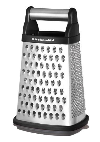 Терка, черная, KG300OB, KitchenaidКухонные инструменты<br>Терка KitchenAid – это функциональный кухонный инструмент, которым вы будете пользоваться практически ежедневно. Терка имеет три рабочих поверхности с ячейками разного размера и ломтерезку. Нескользящее основание обеспечивает устойчивость терки при работе. В комплект входит пластиковый контейнер для хранения продуктов. И терку, и контейнер можно мыть в посудомоечной машине.&#13;<br>Функциональныеи прочные, кухонные аксессуары от KitchenAid станут для вас верными помощниками. Торговая марка KitchenAid предлагает вам большой выбор кухонных аксессуаров, в числе которых - разнообразные лопатки, овощечистки, венчики, консервные ножи и т.п. Великолепный комплект, состоящий из ультрасовременных профессиональных гаджетов, будет прекрасным дополнительным аккордом для планетарного миксера Китченэйд.&#13;<br>Каждый стальной/силиконовый аксессуар разработан для неутомимых энтузиастов кулинарии и творчества, стремящихся достичь в своем деле идеального результата. Оригинальный дизайн утвари и приспособлений полностью отвечает стилистике всей линейки бытовой техники от KitchenAid. Практичные аксессуары изготавливают из нержавеющей стали и покрывают их жаростойким силиконом, выдерживающим температуру до +260° С. Аксессуары из силикона – наилучшее решение для кухни, ведь они подходят для посуды любого вида, в том числе – для антипригарной.&#13;<br>Терка для измельченных продуктов с контейнером имеет четыре стороны: средняя, мелкая, грубая терки, а также ломтерезка.&#13;<br>&#13;<br>Гарантия - 12 месяцев&#13;<br>Изготовлена из стали нержавеющей (сплав 18/8)&#13;<br>В комплекте - коробка с крышкой для натертого продукта&#13;<br>Нижняя часть контейнера изготовлена из противоскользящего материала&#13;<br>Пригодна для мытья в обычной посудомоечной машине.&#13;<br>&#13;<br><br>