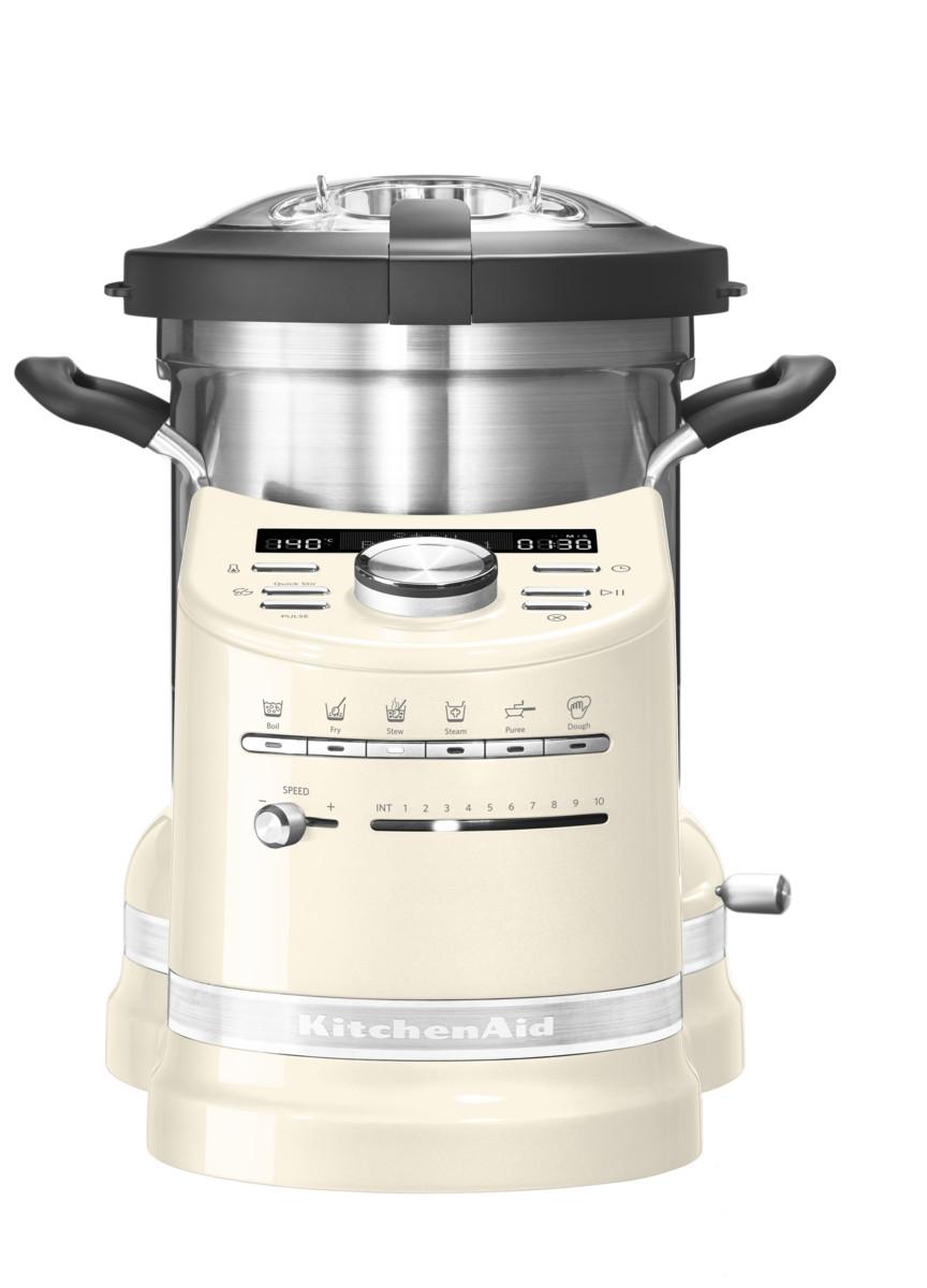 Процессор кулинарный Artisan, объем 4.5л, кремовый, 5KCF0103EAC, KitchenAidКулинарные процессоры<br>Кухонный процессор KitchenAid в корне изменит ваше отношение к приготовлению пищи!&#13;<br>Приготовление обедов или ужинов для большой семьи, готовка блюд со сложной рецептурой теперь не составит никакого труда! Кухонный процессор KitchenAid, в котором удачно объединились функции кухонного комбайна и мультиварки, не только сэкономит время, которое всегда в дефиците, но и раскроет перед вами невиданные прежде кулинарные горизонты.&#13;<br>Работающие хозяйки, приходя домой, больше не будут делать выбор – посвятить вечер готовке или же уделить время семье. Забудьте о полуфабрикатах, ведь теперь у вас есть верный помощник, который превратит готовку не в обязанность, а в удовольствие! Выберите рецепт, загрузите продукты и спокойно займитесь другими делами.&#13;<br>Уникальный кухонный прибор «всё в одном»&#13;<br>&#13;<br>Кухонный процессор KitchenAid может сравниться с талантливым шеф-поваром: он умеет измельчать, нарезать, смешивать, взбивать, эмульгировать. Кроме того, он замешивает тесто, готовит на пару, варит, жарит и тушит.&#13;<br>Шесть предустановленных режимов и набор насадок кухонного процессора заменяют по меньшей мере 4 бытовых прибора!&#13;<br>&#13;<br>Простое и понятное управление&#13;<br>&#13;<br>Любой, даже самый сложный многошаговый рецепт готовится с помощью нескольких касаний кнопок! Установка программы под силу даже кулинару-новичку.&#13;<br>Кулинарная книга с множеством восхитительных рецептов и приложение для смартфонов сделают ваше путешествие в мир высокой кухни еще более увлекательным.&#13;<br>Выбранная программа автоматически устанавливает температуру и время готовки.&#13;<br>Опытные повара могут использовать ручное управление для приготовления своих коронных блюд.&#13;<br>&#13;<br>Алюминиевый нагревательный элемент&#13;<br>&#13;<br>Массивная нагревательная панель нагревается до 140°С, равномерно распределяя тепло по поверхности.&#13;<br>При добав