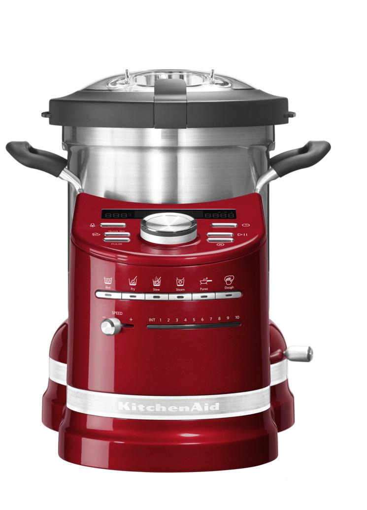 Процессор кулинарный Artisan, объем 4.5 л, карамельное яблоко, 5KCF0103ECA, KitchenAidКулинарные процессоры<br>Кухонный процессор KitchenAid в корне изменит ваше отношение к приготовлению пищи!&#13;<br>Приготовление обедов или ужинов для большой семьи, готовка блюд со сложной рецептурой теперь не составит никакого труда! Кухонный процессор KitchenAid, в котором удачно объединились функции кухонного комбайна и мультиварки, не только сэкономит время, которое всегда в дефиците, но и раскроет перед вами невиданные прежде кулинарные горизонты.&#13;<br>Работающие хозяйки, приходя домой, больше не будут делать выбор – посвятить вечер готовке или же уделить время семье. Забудьте о полуфабрикатах, ведь теперь у вас есть верный помощник, который превратит готовку не в обязанность, а в удовольствие! Выберите рецепт, загрузите продукты и спокойно займитесь другими делами.&#13;<br>Уникальный кухонный прибор «всё в одном»&#13;<br>&#13;<br>Кухонный процессор KitchenAid может сравниться с талантливым шеф-поваром: он умеет измельчать, нарезать, смешивать, взбивать, эмульгировать. Кроме того, он замешивает тесто, готовит на пару, варит, жарит и тушит.&#13;<br>Шесть предустановленных режимов и набор насадок кухонного процессора заменяют по меньшей мере 4 бытовых прибора!&#13;<br>&#13;<br>Простое и понятное управление&#13;<br>&#13;<br>Любой, даже самый сложный многошаговый рецепт готовится с помощью нескольких касаний кнопок! Установка программы под силу даже кулинару-новичку.&#13;<br>Кулинарная книга с множеством восхитительных рецептов и приложение для смартфонов сделают ваше путешествие в мир высокой кухни еще более увлекательным.&#13;<br>Выбранная программа автоматически устанавливает температуру и время готовки.&#13;<br>Опытные повара могут использовать ручное управление для приготовления своих коронных блюд.&#13;<br>&#13;<br>Алюминиевый нагревательный элемент&#13;<br>&#13;<br>Массивная нагревательная панель нагревается до 140°С, равномерно распределяя тепло по поверхности.&#13;<b