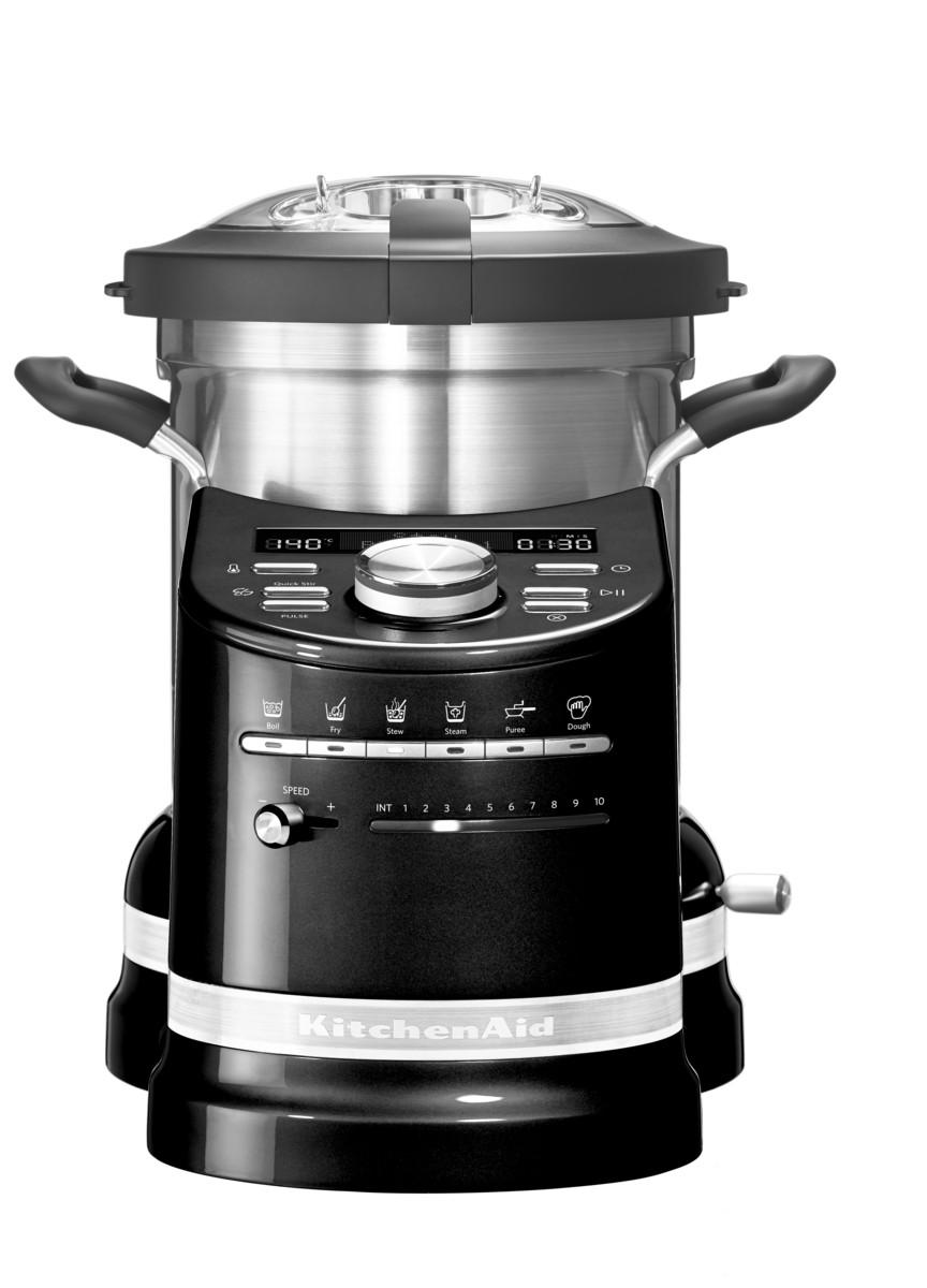 Процессор кулинарный Artisan, объем 4.5л, черный, 5KCF0103EOB, KitchenAidКулинарные процессоры<br>Кухонный процессор KitchenAid в корне изменит ваше отношение к приготовлению пищи!&#13;<br>Приготовление обедов или ужинов для большой семьи, готовка блюд со сложной рецептурой теперь не составит никакого труда! Кухонный процессор KitchenAid, в котором удачно объединились функции кухонного комбайна и мультиварки, не только сэкономит время, которое всегда в дефиците, но и раскроет перед вами невиданные прежде кулинарные горизонты.&#13;<br>Работающие хозяйки, приходя домой, больше не будут делать выбор – посвятить вечер готовке или же уделить время семье. Забудьте о полуфабрикатах, ведь теперь у вас есть верный помощник, который превратит готовку не в обязанность, а в удовольствие! Выберите рецепт, загрузите продукты и спокойно займитесь другими делами.&#13;<br>Уникальный кухонный прибор «всё в одном»&#13;<br>&#13;<br>Кухонный процессор KitchenAid может сравниться с талантливым шеф-поваром: он умеет измельчать, нарезать, смешивать, взбивать, эмульгировать. Кроме того, он замешивает тесто, готовит на пару, варит, жарит и тушит.&#13;<br>Шесть предустановленных режимов и набор насадок кухонного процессора заменяют по меньшей мере 4 бытовых прибора!&#13;<br>&#13;<br>Простое и понятное управление&#13;<br>&#13;<br>Любой, даже самый сложный многошаговый рецепт готовится с помощью нескольких касаний кнопок! Установка программы под силу даже кулинару-новичку.&#13;<br>Кулинарная книга с множеством восхитительных рецептов и приложение для смартфонов сделают ваше путешествие в мир высокой кухни еще более увлекательным.&#13;<br>Выбранная программа автоматически устанавливает температуру и время готовки.&#13;<br>Опытные повара могут использовать ручное управление для приготовления своих коронных блюд.&#13;<br>&#13;<br>Алюминиевый нагревательный элемент&#13;<br>&#13;<br>Массивная нагревательная панель нагревается до 140°С, равномерно распределяя тепло по поверхности.&#13;<br>При добавле