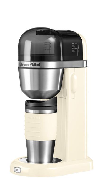 Кофеварка персональная, кремовая, 5KCM0402EAC, KitchenAidПерсональные кофеварки<br>Персональная кофеварка KitchenAid – это выгодное приобретение 2-в-1. Кроме кофеварки, которая приготовит вам чашку вашего любимого крепкого, благоухающего напитка, вы получаете стильную термокружку, которая позволит насладиться им где угодно и когда угодно!&#13;<br>Элегантная, функциональная и практичная, она не оставит равнодушным ни одного любителя кофе. Компактные размеры делают кофеварку KitchenAid находкой для обладателя небольшой кухни или для того, кто хочет пить вкусный кофе в офисе!&#13;<br>Характеристики:&#13;<br>&#13;<br>Кружка-термос объёмом 540 мл&#13;<br>Съёмная ёмкость для воды объёмом 1 л&#13;<br>Съёмный стационарный фильтр – нет необходимости в покупке бумажных фильтров для кофе&#13;<br>Электронная система контроля температуры для достижения максимальной экстракции молотого кофе&#13;<br>&#13;<br>Свежая вода, свежемолотый кофе, одно нажатие кнопки – и замечательный ароматный кофе готов! Вкуснее и проще не бывает!<br>