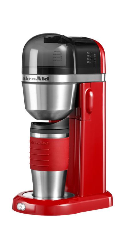 Кофеварка персональная, красная, 5KCM0402EER, KitchenAidПерсональные кофеварки<br>Персональная кофеварка KitchenAid – это выгодное приобретение 2-в-1. Кроме кофеварки, которая приготовит вам чашку вашего любимого крепкого, благоухающего напитка, вы получаете стильную термокружку, которая позволит насладиться им где угодно и когда угодно!&#13;<br>Элегантная, функциональная и практичная, она не оставит равнодушным ни одного любителя кофе. Компактные размеры делают кофеварку KitchenAid находкой для обладателя небольшой кухни или для того, кто хочет пить вкусный кофе в офисе!&#13;<br>Характеристики:&#13;<br>&#13;<br>Кружка-термос объёмом 540 мл&#13;<br>Съёмная ёмкость для воды объёмом 1 л&#13;<br>Съёмный стационарный фильтр – нет необходимости в покупке бумажных фильтров для кофе&#13;<br>Электронная система контроля температуры для достижения максимальной экстракции молотого кофе&#13;<br>&#13;<br>Свежая вода, свежемолотый кофе, одно нажатие кнопки – и замечательный ароматный кофе готов! Вкуснее и проще не бывает!<br>