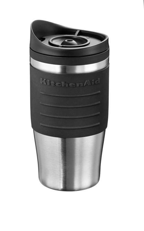 Термокружка для персональной кофеварки, черная, 5KCM0402TMOB KitchenAidПерсональные кофеварки<br>Дома, в офисе, в дороге термокружка KitchenAid сохранит ваш кофе горячим, не позволяя испариться восхитительному аромату.&#13;<br>&#13;<br>Покрыта мягкимнескользящим материалом&#13;<br>Имеет двойной корпус, прекрасно удерживающий тепло:&#13;<br>&#13;<br>- внешняя стенка – из матовой нержавеющей стали,&#13;<br>- внутренняя часть – из прочного безопасного пластика.&#13;<br>&#13;<br>Эргономичная крышка не позволяет жидкости проливаться, когда вы пьете.&#13;<br>Совместима с персональной кофеваркой KitchenAid5KCM0402TM&#13;<br>Объем 540 мл.&#13;<br>Не предназначена для мытья в посудомоечной машине.&#13;<br>&#13;<br>Обратите внимение! Полную кружку необходимо держать в вертикальном положении, т.к. крышка не герметична.&#13;<br><br>