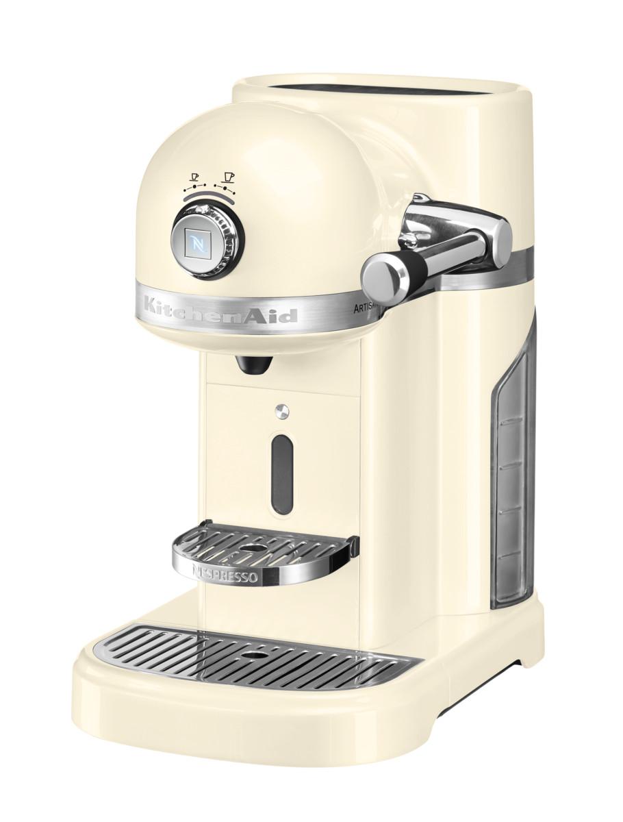 Кофеварка капсульная Artisan Nespresso, кремовая, 5KES0503EAC, KitchenAidКофемашины Nespresso<br>Капсульная кофеварка Artisan Nespresso сочетает в себе легендарный дизайн экстра-класса от KitchenAid и инновационную технологию (система высокого давления 19 бар), гарантирующую ни с чем не сравнимое качество кофе от Nespresso!&#13;<br>Кофе в капсулах Nespresso находится на пике популярности с момента своего появления. Качественный молотый кофе с лучших плантаций Бразилии, Америки и Африки тщательно подготовленный к приготовлению, высоко оценивается кофейными экспертами с мировым именем.&#13;<br>Особенности и преимущества:&#13;<br>&#13;<br>Кофеварка оснащена мощным нагревательным элементом из нержавеющей стали, поэтому требуется всего 25 секунд, чтобы вода в резервуаре достигла оптимальной температуры.&#13;<br>Насос высокого давления (19 бар) извлекает из кофейной капсулы максимум вкуса и аромата и создаёт плотную, высокую пенку «крем?» - первый признак отличного эспрессо.&#13;<br>Встроенный резервуар для воды объёмом 1,4 литра позволяет приготовить вкусный, ароматный кофе для большой компании.&#13;<br>Кофеварка имеет переключатель выбора объёма чашки, который позволяет выбрать 1 из 6 имеющихся вариантов – 25, 40, 60, 90, 110, 130 мл. Исходя из ваших предпочтений кофеварка программирует и сохраняет часто используемый вами вариант.&#13;<br>Автоматическое отключение после завершения цикла приготовления.&#13;<br>Для удобства использования кофеварка оборудована встроенным выдвижным лотком для сбора воды, а также поддоном для чашек.&#13;<br>Цельнометаллический корпус не боится физического воздействия, царапин, пятен.&#13;<br>Доступна в 6 фирменных цветах KitchenAid: красный, карамельное яблоко, кремовый, морозный жемчуг, серебряный медальон, чёрный.&#13;<br>&#13;<br>Дополнительные функции:&#13;<br>Автономный сборный резервуар кофемашины Nespresso отделяет до 14 использованных капсул от остатков воды для оптимальной их утилизации.<br>
