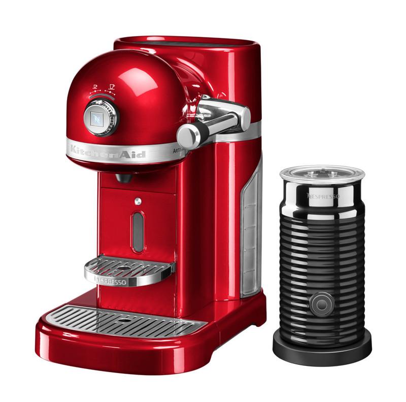 Кофеварка капсульная Artisan Nespresso + Aeroccino, карамельное яблоко, 5KES0504ECA, KitchenAidКофемашины Nespresso<br>Капсульная кофеварка Artisan Nespresso с устройством для взбивания молока Aeroccino сочетает в себе легендарный дизайн экстра-класса от KitchenAid и инновационную технологию (система высокого давления 19 бар), гарантирующую ни с чем не сравнимое качество кофе от Nespresso!&#13;<br>Кофе в капсулах Nespresso находится на пике популярности с момента своего появления. Качественный молотый кофе с лучших плантаций Бразилии, Америки и Африки тщательно подготовленный к приготовлению, высоко оценивается кофейными экспертами с мировым именем.&#13;<br>Особенности и преимущества:&#13;<br>&#13;<br>Кофеварка оснащена мощным нагревательным элементом из нержавеющей стали, поэтому требуется всего 25 секунд, чтобы вода в резервуаре достигла оптимальной температуры.&#13;<br>Насос высокого давления (19 бар) извлекает из кофейной капсулы максимум вкуса и аромата и создаёт плотную, высокую пенку «крем?» - первый признак отличного эспрессо.&#13;<br>Встроенный резервуар для воды объёмом 1,4 литра позволяет приготовить вкусный, ароматный кофе для большой компании.&#13;<br>Кофеварка имеет переключатель выбора объёма чашки, который позволяет выбрать 1 из 6 имеющихся вариантов – 25, 40, 60, 90, 110, 130 мл. Исходя из ваших предпочтений кофеварка программирует и сохраняет часто используемый вами вариант.&#13;<br>Автоматическое отключение после завершения цикла приготовления.&#13;<br>Для удобства использования кофеварка оборудована встроенным выдвижным лотком для сбора воды, а также поддоном для чашек.&#13;<br>Цельнометаллический корпус не боится физического воздействия, царапин, пятен.&#13;<br>Доступна в 6 фирменных цветах KitchenAid: красный, карамельное яблоко, кремовый, морозный жемчуг, серебряный медальон, чёрный.&#13;<br>&#13;<br>Дополнительные функции:&#13;<br>Автономный сборный резервуар кофемашины Nespresso отделяет до 14 использованных капсул от остатков воды для оптим