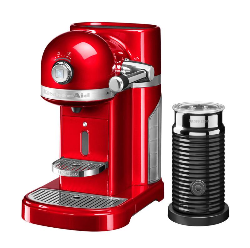Кофеварка капсульная Artisan Nespresso + Aeroccino, красная, 5KES0504EER, KitchenAidКофемашины Nespresso<br>Капсульная кофеварка Artisan Nespresso с устройством для взбивания молока Aeroccino сочетает в себе легендарный дизайн экстра-класса от KitchenAid и инновационную технологию (система высокого давления 19 бар), гарантирующую ни с чем не сравнимое качество кофе от Nespresso!&#13;<br>Кофе в капсулах Nespresso находится на пике популярности с момента своего появления. Качественный молотый кофе с лучших плантаций Бразилии, Америки и Африки тщательно подготовленный к приготовлению, высоко оценивается кофейными экспертами с мировым именем.&#13;<br>Особенности и преимущества:&#13;<br>&#13;<br>Кофеварка оснащена мощным нагревательным элементом из нержавеющей стали, поэтому требуется всего 25 секунд, чтобы вода в резервуаре достигла оптимальной температуры.&#13;<br>Насос высокого давления (19 бар) извлекает из кофейной капсулы максимум вкуса и аромата и создаёт плотную, высокую пенку «крем?» - первый признак отличного эспрессо.&#13;<br>Встроенный резервуар для воды объёмом 1,4 литра позволяет приготовить вкусный, ароматный кофе для большой компании.&#13;<br>Кофеварка имеет переключатель выбора объёма чашки, который позволяет выбрать 1 из 6 имеющихся вариантов – 25, 40, 60, 90, 110, 130 мл. Исходя из ваших предпочтений кофеварка программирует и сохраняет часто используемый вами вариант.&#13;<br>Автоматическое отключение после завершения цикла приготовления.&#13;<br>Для удобства использования кофеварка оборудована встроенным выдвижным лотком для сбора воды, а также поддоном для чашек.&#13;<br>Цельнометаллический корпус не боится физического воздействия, царапин, пятен.&#13;<br>Доступна в 6 фирменных цветах KitchenAid: красный, карамельное яблоко, кремовый, морозный жемчуг, серебряный медальон, чёрный.&#13;<br>&#13;<br>Дополнительные функции:&#13;<br>Автономный сборный резервуар кофемашины Nespresso отделяет до 14 использованных капсул от остатков воды для оптимальной их у