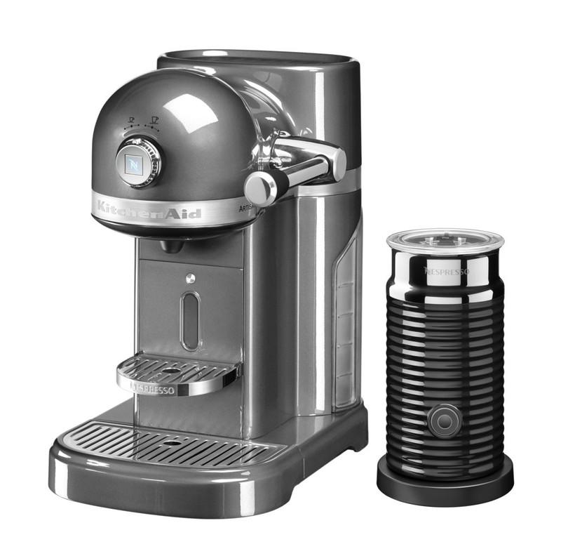 Kofe.ruВьетнамские пресс-фильтры<br>Капсульная кофеварка Artisan Nespresso с устройством для взбивания молока Aeroccino сочетает в себе легендарный дизайн экстра-класса от KitchenAid и инновационную технологию (система высокого давления 19 бар), гарантирующую ни с чем не сравнимое качество кофе от Nespresso!&#13;<br>Кофе в капсулах Nespresso находится на пике популярности с момента своего появления. Качественный молотый кофе с лучших плантаций Бразилии, Америки и Африки тщательно подготовленный к приготовлению, высоко оценивается кофейными экспертами с мировым именем.&#13;<br>Особенности и преимущества:&#13;<br>&#13;<br>Кофеварка оснащена мощным нагревательным элементом из нержавеющей стали, поэтому требуется всего 25 секунд, чтобы вода в резервуаре достигла оптимальной температуры.&#13;<br>Насос высокого давления (19 бар) извлекает из кофейной капсулы максимум вкуса и аромата и создаёт плотную, высокую пенку «крем?» - первый признак отличного эспрессо.&#13;<br>Встроенный резервуар для воды объёмом 1,4 литра позволяет приготовить вкусный, ароматный кофе для большой компании.&#13;<br>Кофеварка имеет переключатель выбора объёма чашки, который позволяет выбрать 1 из 6 имеющихся вариантов – 25, 40, 60, 90, 110, 130 мл. Исходя из ваших предпочтений кофеварка программирует и сохраняет часто используемый вами вариант.&#13;<br>Автоматическое отключение после завершения цикла приготовления.&#13;<br>Для удобства использования кофеварка оборудована встроенным выдвижным лотком для сбора воды, а также поддоном для чашек.&#13;<br>Цельнометаллический корпус не боится физического воздействия, царапин, пятен.&#13;<br>Доступна в 6 фирменных цветах KitchenAid: красный, карамельное яблоко, кремовый, морозный жемчуг, серебряный медальон, чёрный.&#13;<br>&#13;<br>Дополнительные функции:&#13;<br>Автономный сборный резервуар кофемашины Nespresso отделяет до 14 использованных капсул от остатков воды для оптимальной их утилизации.&#13;<br>Устройство Aeroccino:&#13;<br>&#13;<br>Предназначено 