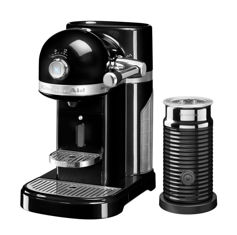 Кофеварка капсульная Artisan Nespresso + Aeroccino, черная, 5KES0504EOB, KitchenAidКофемашины Nespresso<br>Капсульная кофеварка Artisan Nespresso с устройством для взбивания молока Aeroccino сочетает в себе легендарный дизайн экстра-класса от KitchenAid и инновационную технологию (система высокого давления 19 бар), гарантирующую ни с чем не сравнимое качество кофе от Nespresso!&#13;<br>Кофе в капсулах Nespresso находится на пике популярности с момента своего появления. Качественный молотый кофе с лучших плантаций Бразилии, Америки и Африки тщательно подготовленный к приготовлению, высоко оценивается кофейными экспертами с мировым именем.&#13;<br>Особенности и преимущества:&#13;<br>&#13;<br>Кофеварка оснащена мощным нагревательным элементом из нержавеющей стали, поэтому требуется всего 25 секунд, чтобы вода в резервуаре достигла оптимальной температуры.&#13;<br>Насос высокого давления (19 бар) извлекает из кофейной капсулы максимум вкуса и аромата и создаёт плотную, высокую пенку «крем?» - первый признак отличного эспрессо.&#13;<br>Встроенный резервуар для воды объёмом 1,4 литра позволяет приготовить вкусный, ароматный кофе для большой компании.&#13;<br>Кофеварка имеет переключатель выбора объёма чашки, который позволяет выбрать 1 из 6 имеющихся вариантов – 25, 40, 60, 90, 110, 130 мл. Исходя из ваших предпочтений кофеварка программирует и сохраняет часто используемый вами вариант.&#13;<br>Автоматическое отключение после завершения цикла приготовления.&#13;<br>Для удобства использования кофеварка оборудована встроенным выдвижным лотком для сбора воды, а также поддоном для чашек.&#13;<br>Цельнометаллический корпус не боится физического воздействия, царапин, пятен.&#13;<br>Доступна в 6 фирменных цветах KitchenAid: красный, карамельное яблоко, кремовый, морозный жемчуг, серебряный медальон, чёрный.&#13;<br>&#13;<br>Дополнительные функции:&#13;<br>Автономный сборный резервуар кофемашины Nespresso отделяет до 14 использованных капсул от остатков воды для оптимальной их ут
