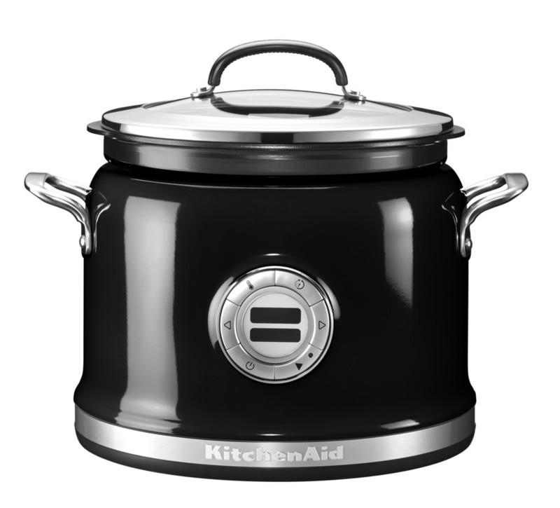 Мультиварка, 12 режимов, черная, 5KMC4241EOB, KitchenAidМультиварки<br>Легендарная мультиварка KitchenAid с функцией перемешивания!&#13;<br>Представленная в 2014 году на Международной выставке товаров для дома, мультиварка KitchenAid мгновенно покорила сердца публики. Компания KitchenAid в этот раз превзошла саму себя, представив совершенный прибор для приготовления вкусной, а главное, здоровой пищи. Давайте узнаем, чем же так хороша мультиварка КитченЭйд!&#13;<br>&#13;<br>10 режимов приготовления пищи&#13;<br>&#13;<br>Можно поспорить, в вашем обычном меню не найдётся блюда, приготовить которое окажется не под силу мультиварке KitchenAid. Десять температурных режимов позволяют приготовить абсолютно всё – от нежного домашнего йогурта до сочного стейка!&#13;<br>&#13;<br>Упрощенное приготовление блюд со сложной рецептурой&#13;<br>&#13;<br>Приготовление некоторых блюд требует постоянного участия хозяйки. Как в случае с ризотто: вам нужно его помешивать, контролировать количество жидкости, не упустить нужную степень готовности риса. Бывают сложности и с борщом, и с мясным рагу – картофель, к примеру, уже давно разварился, а капусте или мясу ещё далеко до готовности. Мультиварка KitchenAid решит эти проблемы.&#13;<br>&#13;<br>Точный контроль температуры от 75°С до 230°С для получения лучших результатов!&#13;<br>&#13;<br>С помощью технологии Even-heat™ вы можете установить максимально точную температуру, требуемую для равномерного нагревания и приготовления того или иного блюда, ведь температурный шаг составляет всего 15°С. Мясо лучше обжаривать при высокой температуре, чтобы «запечатать» сок внутри, а вот томить кашу – на более низкой. Мультиварка может поддерживать заданную температуру в течение 24 часов.&#13;<br>&#13;<br>Эргономичная и продуманная конструкция&#13;<br>&#13;<br>Мультиварка KitchenAid укомплектована дополнительной корзиной для жарения и приготовления пищи на пару. Внутренняя поверхность чаши мультиварки имеет специальное керамическое антипригарное покрытие