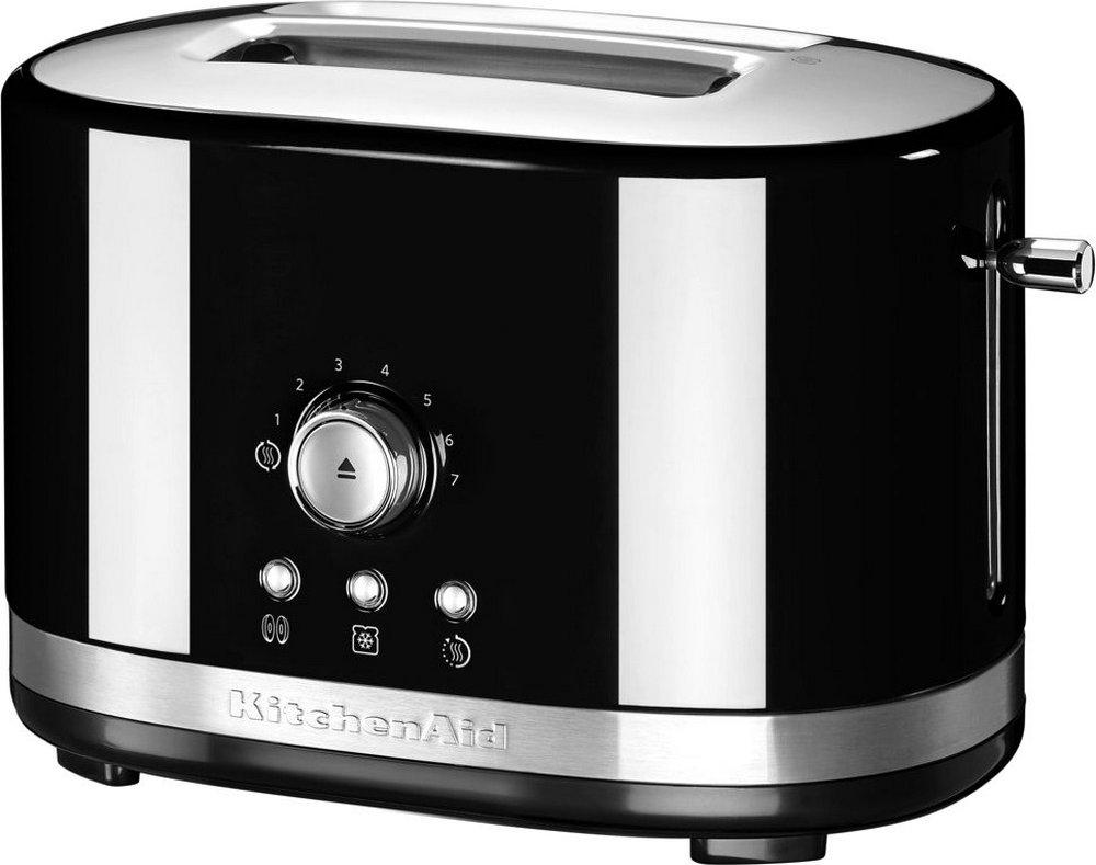 Тостер Artisan на 2 хлебца, черный, 5KMT2116EOB, KitchenAidТостеры KitchenAid<br>Компания KitchenAid представляет новинку 2016 года – тостер с ручным управлением и широкими слотами.&#13;<br>Конструкция тостера тщательно продумана, и он занимает совсем немного места и идеален для небольшой кухни. С его помощью можно разморозить, разогреть или обжарить домашний хлеб, широкие кусочки кексов и сдобных булок или2 ломтика стандартногохлеба для тостов.&#13;<br>Тостер имеет несколько степеней обжарки, и сможет угодить любому, независимо от того, любите ли вы лишь слегка подсушенный хлеб либо предпочитаете зажаривать тост до уверенной румяной корочки.&#13;<br>Тостер KitchenAid оснащён рычагом супервысокого поднятия, благодаря которому вы сможете в любой момент проверить уровень обжарки, не прерывая процесс обжаривания и не боясь обжечь пальцы.&#13;<br>Особенности тостера:&#13;<br>&#13;<br>Увеличенные слоты шириной 3,8 см и длиной 14.5см для любого типа хлеба, бейглов и булочек&#13;<br>Вмещает 2стандартных хлебца для тостов.&#13;<br>7 степеней поджаривания&#13;<br>Дополнительная функции разморозки&#13;<br>Функция разогрева справляется с разогревом тостов меньше чем за минуту&#13;<br>Специальная функция приготовления бейглов: снижение температуры нагрева с одной стороны позволяет разогреть бейгл снаружи и бережно подрумянить изнутри&#13;<br>Рычаг супервысокого поднятия позволяет быстро и безопасно проверить степень готовности, не прерывая процесс обжарки&#13;<br>Долговечный и надёжный цельнометаллический корпус&#13;<br>Прочное покрытие не царапается и не тускнеет&#13;<br>Съёмный поддон для крошек&#13;<br>После использования можно не прятать тостер в шкаф - для удобства хранения предусмотрено место для шнура в нижней части корпуса тостера&#13;<br><br>