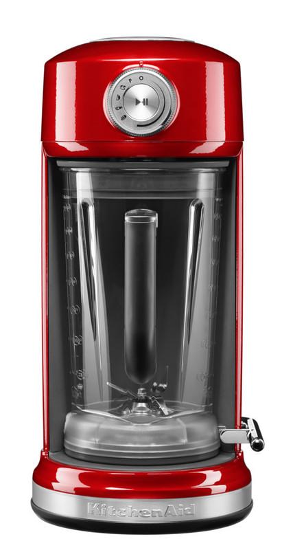 Блендер с магнитным приводом Artisan, 1.75 л, 5KSB5080EER, красный, KitchenAidБлендеры с магнитным приводом<br>Блистательный блендер KitchenAid Magnetic Drive – не мешайте ему смешивать!&#13;<br>Этот инновационный блендер был удостоен престижной премии в области дизайна Red Dot Design Award в 2016 году. Но не один только дизайн является его достоинством: многофункциональность, производительность и надёжность делают блендер Magnetic Drive выгодным приобретением, достойным вашей кухни!&#13;<br>Инновационная конструкция&#13;<br>&#13;<br>Двигатель мощностью 2 л.с. воплотит в жизнь все ваши смелые рецепты, с лёгкостью измельчая даже плотные ингредиенты в однородную, гладкую массу.&#13;<br>Эффектный и удобный дизайн Slide-in с надёжным магнитным держателем позволяет быстро и безопасно закрепить кувшин блендера.&#13;<br>Специальная ромбовидная форма кувшина и лезвий обеспечивает исключительно однородное измельчение продуктов.&#13;<br>Надежный магнитный привод: внутри дна чаши и внутри базы блендера встроены мощные неодимовые магниты, котроые&#13;<br>&#13;<br>Высокая функциональность&#13;<br>&#13;<br>блендер имеет 4 предустановленных режима работы:&#13;<br>&#13;<br>- напитки со льдом и смузи,&#13;<br>- молочные коктейли,&#13;<br>- супы и соусы,&#13;<br>- соки.&#13;<br>&#13;<br>режим PULSE совместим с любой программой, улучшает текстуру блюда, делает его более однородным.&#13;<br>можно смешивать горячие продукты в режиме супы и соусы&#13;<br>&#13;<br>Исключительная простота использования&#13;<br>&#13;<br>Теперь вы избавлены от необходимости придерживать крышку блендера: просто установите кувшин на место, включите нужную программу и займитесь другими делами. Блендер известит вас об окончании смешивания.&#13;<br>Все рабочие части блендера можно мыть в посудомоечной машине&#13;<br>Цельнометаллический корпус блендера не боится механических повреждений, на нем не появляются царапины, эмаль не тускнеет. После использования корпус достаточно протереть мягкой влажной тканью.&#13;<br