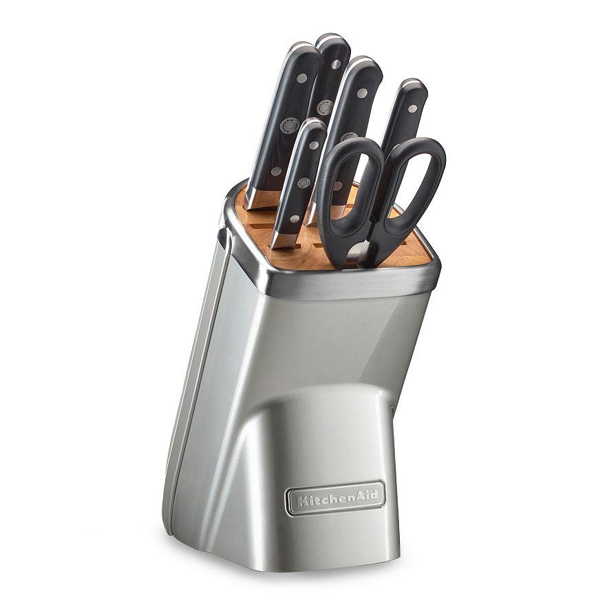 Набор ножей Professional Series, 7 предметов, морозный жемчуг, KKFMA07FP, KitchenAidНожи и наборы ножей<br>В комплекте:&#13;<br>&#13;<br>Нож поварской 20 см&#13;<br>Нож для хлеба с зубчатым лезвием 20 см&#13;<br>Нож универсальный с зубчатым лезвием 14 см&#13;<br>Нож для фруктов 9 см&#13;<br>Ножницы кухонные&#13;<br>Точилка &amp;ndash; с алмазным покрытием 600 грит&#13;<br>Блок-подставка&#13;<br><br>