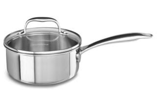 Сотейник с крышкой, 1.42 л, 5 слоев, нержавеющая сталь, KC2C15EHST, KitchenAid5-слойная посуда из нержавеющей стали<br>Сотейник KitchenAid из нержавеющей стали с крышкой объёмом 1,4 л удобно использовать для приготовления соусов, нескольких порций первых или вторых блюд. Отлично подойдёт для разогрева пищи. Кроме того, небольшой объём посуды удобен для приготовления отдельного обеда или ужина для малышей.&#13;<br>Современная технология Tri-Ply, с помощью которой изготовлен сотейник, подразумевает наличие 5 слоев металла, которые обеспечивают наилучшую теплопроводность.&#13;<br>&#13;<br>Для всех видов плит&#13;<br>Внутренние метки уровня жидкости&#13;<br>Разрешается мытьё в посудомоечной машине&#13;<br>Можно использовать в духовом шкафу&#13;<br>Сварные рукоятки&#13;<br>&#13;<br><br>
