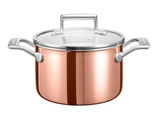 Сотейник с крышкой, 2.84 л, медь, KC2P30EHCP, KitchenAid3-слойная медная посуда<br>Универсальный медный сотейник с крышкой объёмом 2,8 л прекрасно подойдёт для обжаривания или тушения мяса, приготовления домашних супов, джема, варенья, рисового пудинга или чатни.&#13;<br>Сотейник изготовлен с использованием технологии Tri-Ply и состоит из 3-х слоев металла – меди, алюминия и нержавеющей стали. Жар равномерно прогревает не только дно сотейника, но и его стенки, позволяя получить оптимальные результаты готовки.&#13;<br>&#13;<br>Для всех видов плит&#13;<br>Для использования в духовом шкафу&#13;<br>Клёпаные рукоятки&#13;<br>&#13;<br><br>