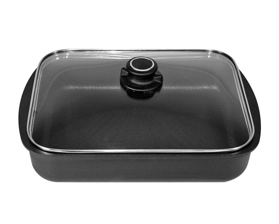 Жаровня прямоугольная со стеклянной крышкой, 35х25 см, микрокерамическое покрытие, серия GIGANT Newline, BAFСерия GIGANT Newline<br>Характеристики:&#13;<br>&#13;<br>Толщина дна: 10 мм&#13;<br>Глубина: 7 см&#13;<br>Внутреннее покрытие: микрокерамическое покрытие микро-BAF ® 4-кратной защиты от износа&#13;<br>Подходит для всех типов плит, кроме индукционных&#13;<br>Можно мыть в посудомоечной машине&#13;<br>&#13;<br>Преимущества:&#13;<br>&#13;<br>Высокая износостойкость&#13;<br>Превосходная теплопроводность и теплоемкость&#13;<br>BAF-microCERAMIC ®: единственное в своем роде объединение высококачественных сверхпрочных керамических материалов - таких же прочных как алмаз - с особой антипригарной системой компонентов&#13;<br>Великолепные антипригарные свойства&#13;<br>Можно готовить практически без масла&#13;<br>Ручка выполнена из новой комбинации высококачественной стали и пластмассы - выдерживает температуру до 260 ° C.&#13;<br><br>