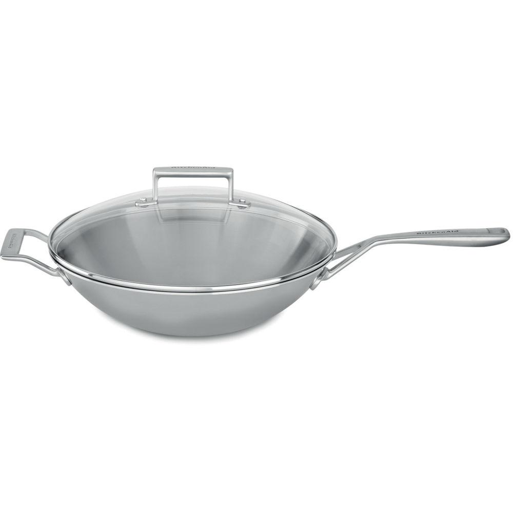 Сковорода-вок с крышкой, 33 см, нержавеющая сталь, KC2T13WKST, KitchenAid3-слойная посуда из нержавеющей стали<br>Глубокая сковорода ВОК от KitchenAid отлично подойдёт для приготовления блюд азиатской кухни, стир-фрая, обжаривания кусочов овощей или мяса, а также для готовки тушеных блюд. Большой объем сковороды позволит легко наорить даже многочисленнуюкомпанию.&#13;<br>Изготовлена по технологии Tri-Ply и состоит из трёх слоёв металла. Внешний и внутренний – нержавеющая сталь, сердцевина – алюминий.&#13;<br>&#13;<br>Для всех видов плит&#13;<br>Куполообразная крышка из закалённого стекла&#13;<br>Сварные рукоятки из нержавеющей стали&#13;<br>Разрешено мытьё в посудомоечной машине&#13;<br><br>