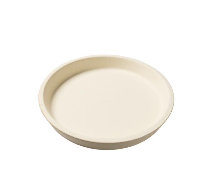 Керамический круг для изделий из теста, для гриля LARGE EGG, Big Green EggАксессуары<br>Глубокая керамическая форма для выпекания &#13;<br>Необходимый аксессуар для тех, кто мечтает увеличить кулинарный потенциал своего Big Green Egg! В этой форме вы сможете приготовить лазанью, пиццу, сладкие пироги, тарты, булочки с корицей и другие десерты. Жар распределяется равномерно по всей площади формы, поэтому тесто хорошо пропекается, а его поверхность покрывается соблазнительной хрустящей корочкой.&#13;<br>Диаметр формы: 36 см&#13;<br>Высота: 5 см&#13;<br>Подходит для моделей Large, XLarge, XXLarge.<br>
