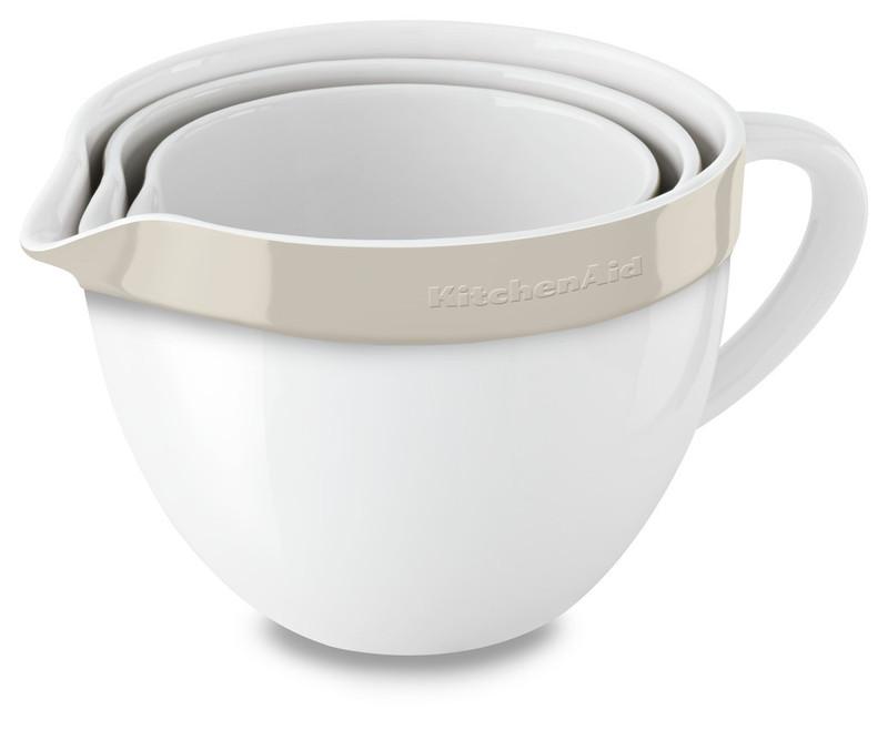 Набор круглых керамических чаш для смешивания (3 шт.), 1,4/1,9/2,8/ л, кремовый, KBLR03NBAC, KitchenAidКерамическая посуда<br>Жаропрочная керамика KitchenAid изготовлена из непористого кулинарного фарфора и покрыта стекловидной глазурью.&#13;<br>&#13;<br>подходит для приготовления и хранения блюд&#13;<br>стильный дизайн и отделка фирменных расцветок&#13;<br>не впитывает запахи, легко моется&#13;<br>&#13;<br><br>