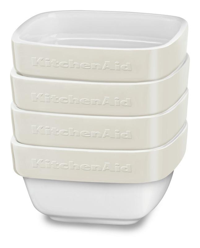 Набор керамических чаш для запекания (4 шт.), 0,22 л, кремовый, KBLR04RMAC, KitchenAidКерамическая посуда<br>Жаропрочная керамика KitchenAid изготовлена из непористого кулинарного фарфора и покрыта стекловидной глазурью.&#13;<br>&#13;<br>подходит для приготовления и хранения блюд&#13;<br>стильный дизайн и отделка фирменных расцветок&#13;<br>не впитывает запахи, легко моется&#13;<br>&#13;<br><br>