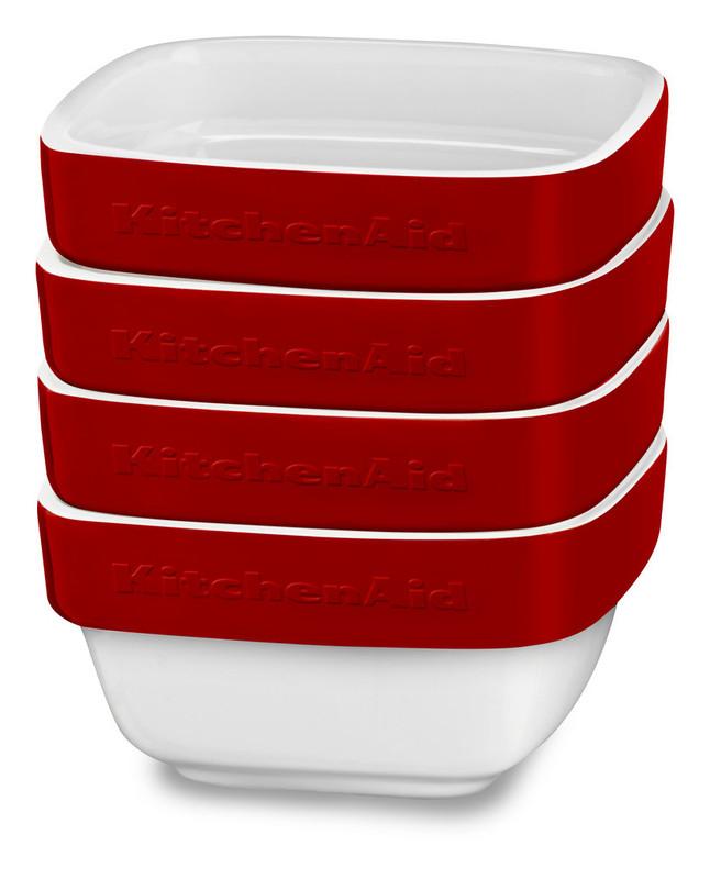Набор керамических чаш для запекания (4 шт.), 0,22 л, красный, KBLR04RMER, KitchenAidКерамическая посуда<br>Жаропрочная керамика KitchenAid изготовлена из непористого кулинарного фарфора и покрыта стекловидной глазурью.&#13;<br>&#13;<br>подходит для приготовления и хранения блюд&#13;<br>стильный дизайн и отделка фирменных расцветок&#13;<br>не впитывает запахи, легко моется&#13;<br>&#13;<br><br>