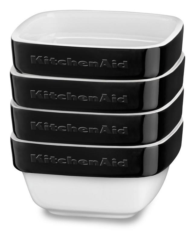 Набор керамических чаш для запекания (4 шт.), 0,22 л, черный, KBLR04RMOB, KitchenAidКерамическая посуда<br>Жаропрочная керамика KitchenAid изготовлена из непористого кулинарного фарфора и покрыта стекловидной глазурью.&#13;<br>&#13;<br>подходит для приготовления и хранения блюд&#13;<br>стильный дизайн и отделка фирменных расцветок&#13;<br>не впитывает запахи, легко моется&#13;<br>&#13;<br><br>