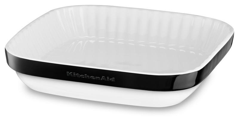 Керамическая форма для запекания, 26x26 см, черная, KBLR09AGOB, KitchenAidКерамическая посуда<br>Жаропрочная керамика KitchenAid изготовлена из непористого кулинарного фарфора и покрыта стекловидной глазурью.&#13;<br>&#13;<br>подходит для приготовления и хранения блюд&#13;<br>стильный дизайн и отделка фирменных расцветок&#13;<br>не впитывает запахи, легко моется&#13;<br>&#13;<br><br>