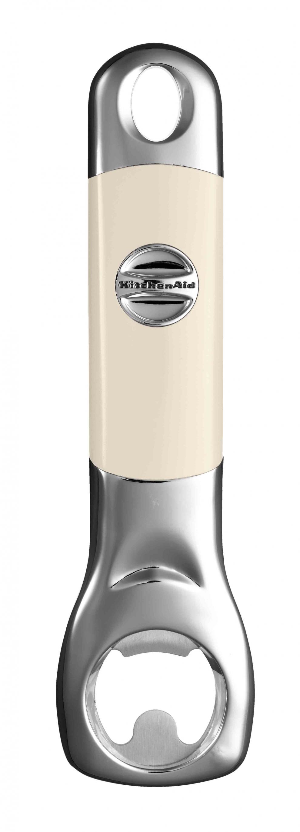 Открывалка для бутылок, кремовая, KG115AC, KitchenaidКухонные инструменты<br>Необходимым экспонатом для коллекции кухонных инструментов станет открывалка для бутылок KitchenAid. Она изготовлена из нержавеющей стали и высококачественного пластика, и как вся продукция КитченЭйд, гарантирует вам надежную и долговечную эксплуатацию. Разрешается мытье в посудомоечной машине.&#13;<br>Функциональныеи прочные, кухонные аксессуары от KitchenAid станут для вас верными помощниками. Торговая марка KitchenAid предлагает вам большой выбор кухонных аксессуаров, в числе которых - разнообразные лопатки, овощечистки, венчики, консервные ножи и т.п. Великолепный комплект, состоящий из ультрасовременных профессиональных гаджетов, будет прекрасным дополнительным аккордом для планетарного миксера Китченэйд.&#13;<br>Каждый стальной/силиконовый аксессуар разработан для неутомимых энтузиастов кулинарии и творчества, стремящихся достичь в своем деле идеального результата. Оригинальный дизайн утвари и приспособлений полностью отвечает стилистике всей линейки бытовой техники от KitchenAid. Практичные аксессуары изготавливают из нержавеющей стали и покрывают их жаростойким силиконом, выдерживающим температуру до +260° С. Аксессуары из силикона – наилучшее решение для кухни, ведь они подходят для посуды любого вида, в том числе – для антипригарной.&#13;<br>Бутылочная открывалка – долговечный истильный гаджет для кухни, дополняющий коллекцию практичных аксессуаров.&#13;<br>&#13;<br>Гарантия - 12 месяцев&#13;<br>Изготовлена из стали нержавеющей (сплав 18/8)&#13;<br>Пригодна для мытья в обычной посудомоечной машине&#13;<br>Длина - 18 см.&#13;<br>&#13;<br><br>