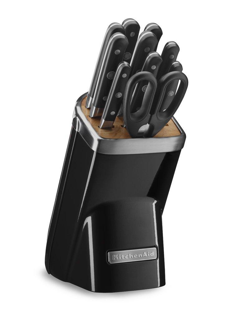 Набор ножей Professional Series, 11 предметов, черный, KKFMA11OB, KitchenAidНожи и наборы ножей<br>Набор из 11 предметов, включает в себя все необходимое домашнему кулинару для комфортной работы и великолепного результата. В этой коллекции ножей из немецкой стали, закаленной холодом, каждый предмет создан для выполнения определенной кулинарной задачи. Прочные композитные ручки и лезвия, которые прекрасно держат заточку, обеспечат профессиональное качество на долгие годы. Литой блок с деревянной вставкой и покрытием фирменных цветов придает набору современный, оригинальный вид.&#13;<br>Особенности:&#13;<br>Рукоятка с тремя креплениями&#13;<br>Ручки ножей KitchenAid изготовлены из спрессованного под высоким давлением непористого композитного материала, что делает их невероятно прочными. Эргономичная форма рукоятки и тщательно выверенный баланс лезвия обеспечивают полный контроль над инструментом и удобный захват. Завершающий этап обработки рукоятки производится вручную. Именно поэтому ножи KitchenAid выглядят также восхитительно, как и работают.&#13;<br>Лезвие, закаленное экстремальным холодом&#13;<br>Лезвие каждого ножа проходит этап закаливания ультранизкими температурами. При этом молекулярная структура металла изменяется, лезвие становится более прочным, гибким и функциональным. Такая сталь лучше сохраняет заточку, то есть ваш нож будет острым как бритва еще дольше. Благодаря высокой гибкости металла, ножи KitchenAid реже ломаются. &#13;<br>Крепления из ювелирной стали&#13;<br>Отполированные до зеркального блеска стальные заклепки, украшающие рукоятки ножей, обеспечивают прочное крепление и полное отсутствие зазоров. Центральная заклепка немного больше остальных, для более прочного крепления. На её поверхность нанесен фирменный логотип KitchenAid, подтверждающий аутентичное качество изделия. Одно из замечательных преимуществ ювелирной стали состоит в том, что полированная поверхность креплений всегда остается сверкающей. По этой причине ваши ножи на долгие годы со
