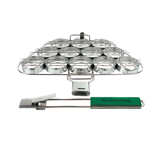 Решетка-гриль для мини-бургеров, Big Green EggРешетки для грилей<br>Решётка для мини-бургеров&#13;<br>Навстречу новым кулинарным подвигам с функциональной решёткой для мини-бургеров! Решетка имеет 12 отделений, которые вы можете наполнить мясным, рыбным или даже овощным фаршем! Больше нет нужды переворачивать каждую котлету отдельно, переверните решетку и все ваши котлеты равномерно и одновременно поджарятся с другой стороны. Решётка оснащена надёжной съёмной рукояткой. Ваши гости станут в очередь за сочными и ароматными бургерами, которые непременно станут вашей поварской визитной карточкой!&#13;<br>Разработана специально для моделей Large, XLarge, XXLarge.<br>