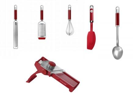 Набор кухонных инструментов для приготовления салатовКухонные инструменты<br>В наборе:&#13;<br>&#13;<br>Овощерезка-мандолина&#13;<br>Мелкая терка&#13;<br>Средняя терка&#13;<br>Венчик для взбивания&#13;<br>Гибкая силиконовая лопатка&#13;<br>Кухонная ложка&#13;<br><br>