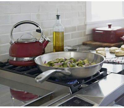 Чайник наплитный классический со свистком 1,89 л, красный, KTEN20SBER, KitchenAid, фото 5